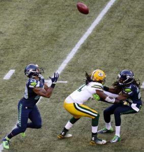 Hawks vs Packers Thomas drops punt
