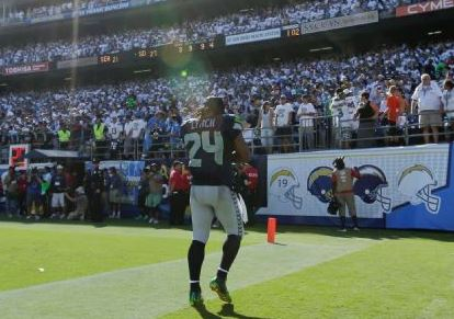 Marshawn Lynch leaves the field with a minute left in the game Sunday in San Diego (AP)