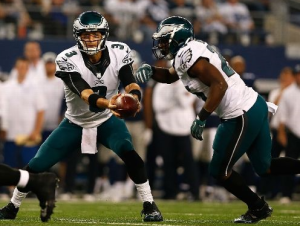 Mark Sanchez hands off to LeSean McCoy in the Eagles' 33-10 win in Dallas on Thanksgiving (Getty)