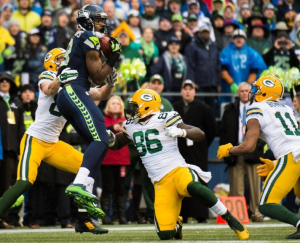 Chris Matthews comes down with the onside kick amid several Packers (Seahawks.com)
